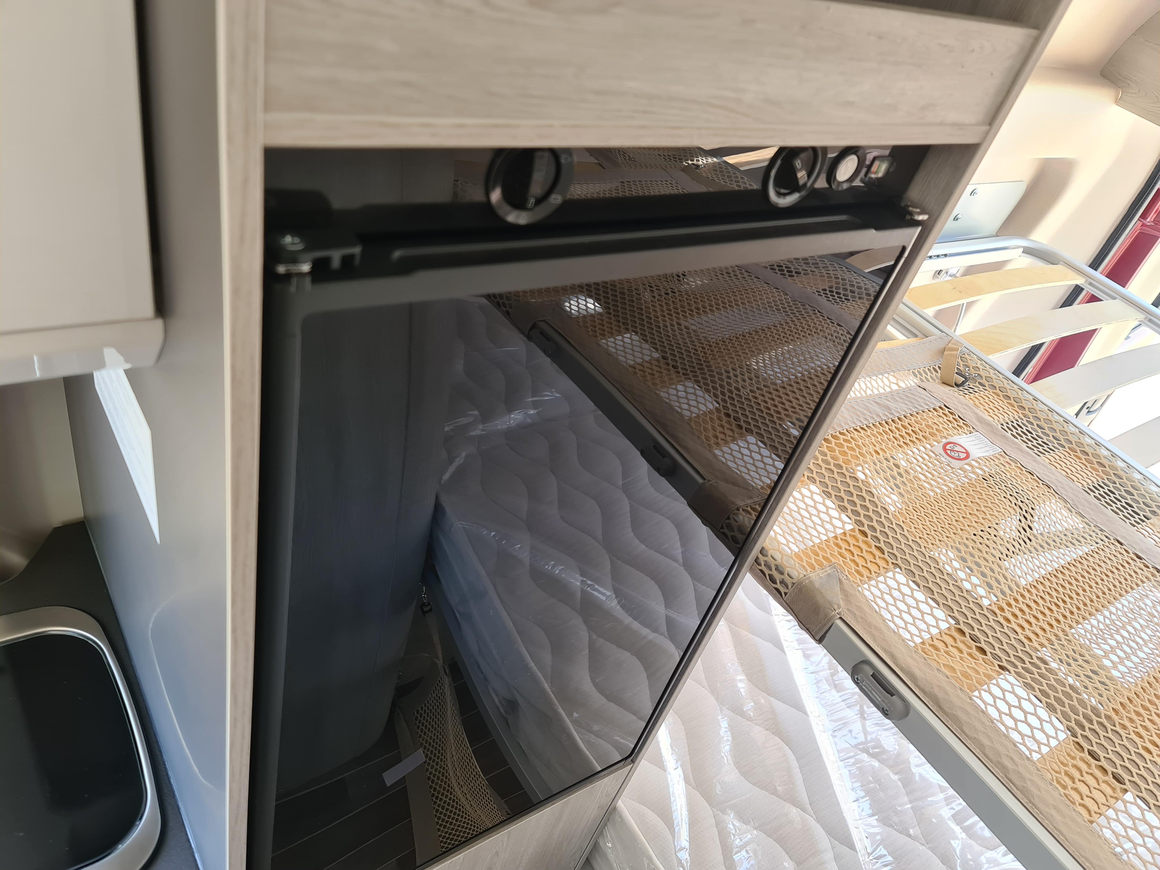 ROLLER TEAM CAMPER VAN LIVINGSTONE 5 SPORT 2.3 140CV-ROJA